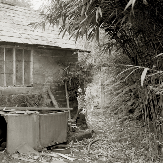 Batts Wood Cottage, photograph � Charlie Hopkinson 2009.
